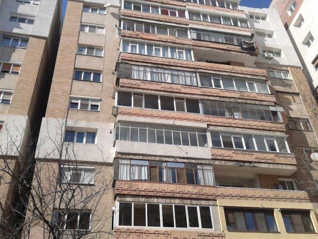 VIDEO-FOTO: Explozie în fața unui hotel din Galați. Mașini ...  |Explozie Galati