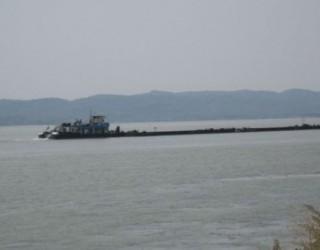 Dezastru ecologic pe Dunăre! O barjă cu peste 850 de tone de îngrășământ s-a scufundat