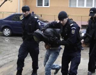 Hackeri din Sibiu și Vâlcea prinși de DIICOT. Furau bani de la cetățeni britanici!