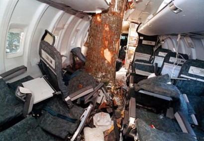 VIDEO Un avion Air Canada a greșit aterizarea și a ieșit de pe pistă. 17 răniți!