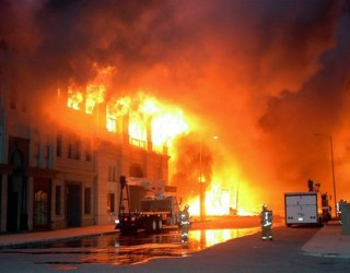 Incendiu GIGANT în New York! O clădire s-a prăbușit, cel puțin 19 răniți!